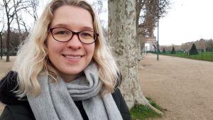 Heidi Sundberg med Eiffeltornet i bakgrunden.