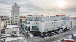 POhjois-Karjalan keskussairaalan uusin laajennus on valmistunut vanhan päärakennksen yhteteen..