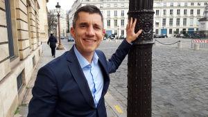Politikern Bruno Studer i regeringspartiet Larem, ligger bakom lagförslaget om minderåriga youtubares rättigheter