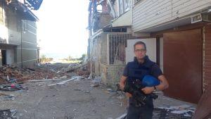 Antti Kuronen på beskjuten gata i östra Ukraina.