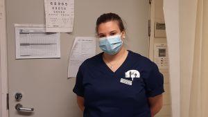 Sjukskötaren Emilia Back arbetar med smittspårning.