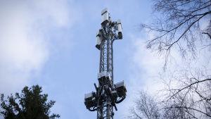 En 5G-mast i Helsingfors.