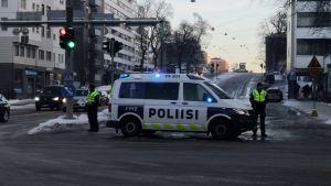 Polisen har stängt av en körfil