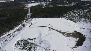 Flygfoto av Öjens jorddeponi.