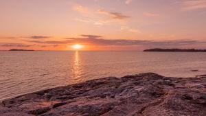Solnedgång vid ön Jurmo i Korpo.
