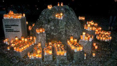 20 000 ljus till minne av de doda