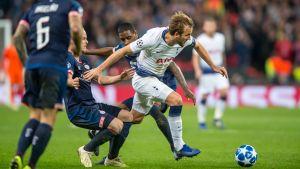 Harry Kane gjorde två mål mot PSV i Champions League.