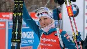 Kaisa Mäkäräinen ler efter en tävling.