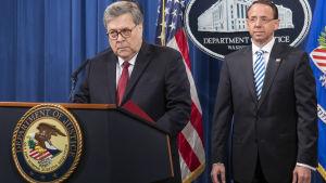 Justitieminister William Barr och vice justitieminister Rod Rosenstein höll presskonferens i samband med offentliggörandet av specialutredare Robert Muellers rapport 18.4.2019