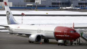 Norwegians flygplan av modellen 737 Max 8 på Helsingfors-Vanda flygfält den 13 mars 2019
