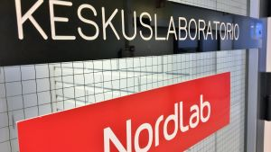 Nordlabin keskuslaboratirion ovi Oysissa.