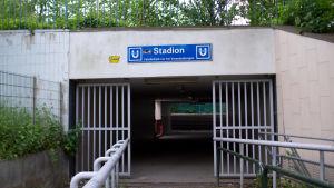 Då Borussia Dortmund spelar hemma är det vanligtvis fullpackat vid Stadionstationen. På lördagen var den stängd.