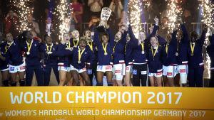Frankrikes handbollsdamer vann VM-guld.
