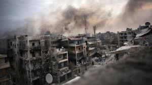 Stadsvy över ett sönderbombat Aleppo.