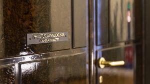 Perustuslakivaliokunnan ovi