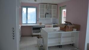Ett kök under byggprocessen.