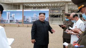 Nordkorea byggde på Kim Jong-Unsa order ett nytt sjukhus i Pyongyang på rekordtid, för att förbättra hälsovården under pandemin.