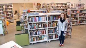 Lena Pelkonen - bibliotekarie vid Vårberga bibliotek i Borgå.