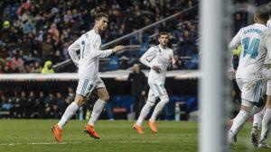 Cristiano Ronaldo spelar fotboll.