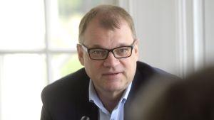 Statsminister Juha Sipilä intervjuades av Yle under Statsministerns frågetimme.