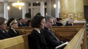 President Sauli Niinistö och fru Jenni Haukio i kyrkan under självständighetsdagens gudstjänst.