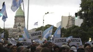 Demonstration i Buenos Aires för att markera att det har gått en månad sedan åklagaren Alberto Nisman hittades död under mystiska omständigheter.