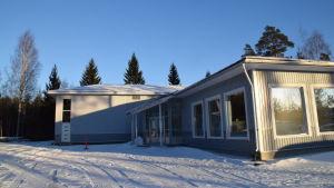 företagsbyggnad om vintern