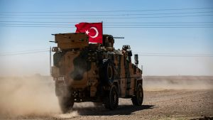 Turkisk stridsvagn i Syrien vid gränsen
