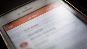 Sähköpostin suodatusappi kännykän näytöllä