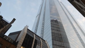 Bild på skyskrapa i London.