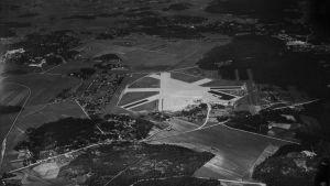 Flygfotografi över Malms flygplats 1937.