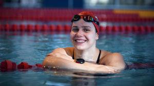 Ida Hulkko ler under simträningar i Tammerfors.