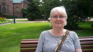 Jyväskyläbon Arja Lehtonen menar att De Gröna är ett parti för unga, inte pensionärer. Hennes barnbarn röstar grönt men själv gör hon det inte, även om hon är en naturvän.