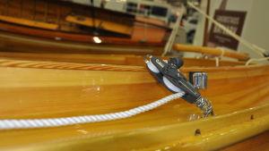 block på en segelbåt av trä