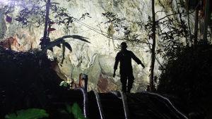 Räddningsarbetare vid Tham Luang-grottan i Thailand