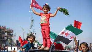 FN har varnat för att en regeringsoffensiv mot Idlib skulle leda till en enorm humanitär katastrof och ny massflykt utomlands. Dessa barn deltog i stora protester mot en offensiv
