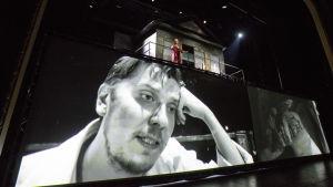 Eero Ritala som Andrej i Kolme sisarta på Nationalteatern.