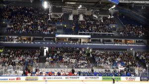 Matchen i Esbo lockade publik.