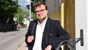 Porträttbild på VNF-rektorn Henrik Grönroos.