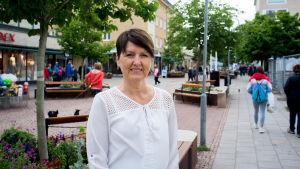 Marika Sundqvist-Karlsson vid Ålands arbetsmarknads- och studieservicemyndighet säger att äventyret och att skaffa erfarenhet är en viktiga orsaker till att sommarjobbare söker sig till Åland.