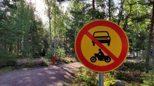 Ett trafikmärke som förbjuder trafik.