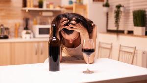 kvinna och vin