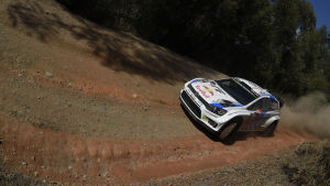 Jari-Matti Latvala kör i VM-rallyt i Australien.