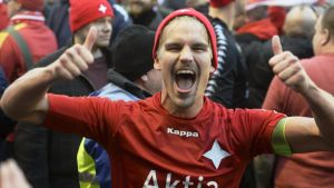 Esa Terävä firar uppflyttningen till fotbollsligan 2014