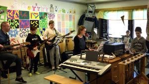 Bandet som ska ackompanjera Gerby skolas projektkör i Skolmusik 2017.