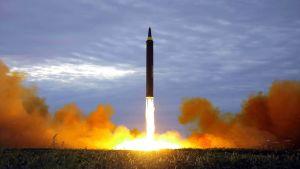 Nordkoreas statliga nyhetsbyrå KCNA släppte på onsdagen denna bild av uppskjutningen.