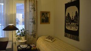 Planlösningen är öppen i lägenheten i den här lägenheten i Villa Hannus