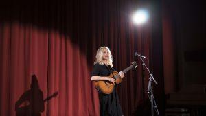 Frida Andersson på scen