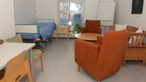 Ett rum på Raseborgs mentalvårdscenter.