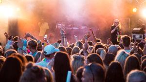 Tippa ja Bizi vetivät yleisöä Weekend Festivaleilla.